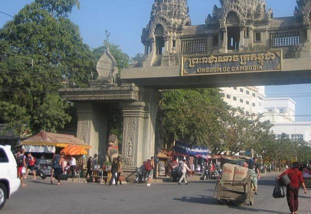 CAMBODIA POIPET ARCH backpackers USE